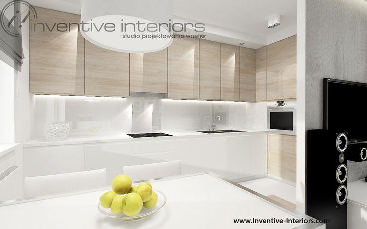 Projekt kuchni Inventive Interiors - biała kuchnia  z jasnym drewnem
