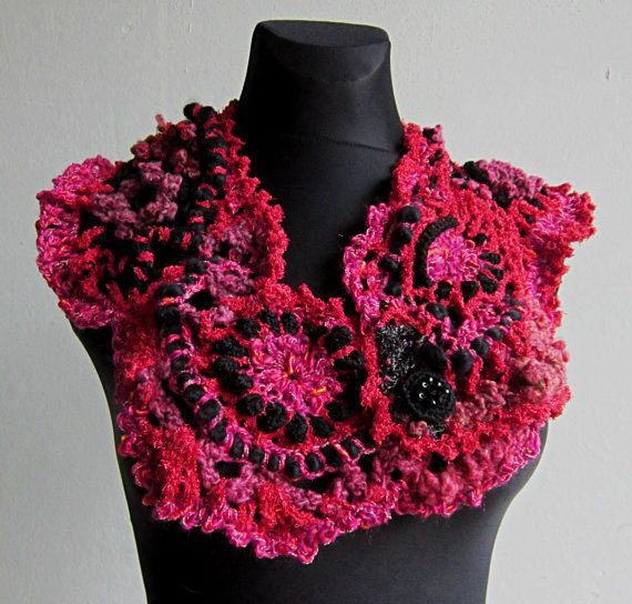 Rode vrije Gehaakte sjaal, haalt Boleros, sjaal omslag sjaal, gehaakte Neckwarmer, Cowl Sjaal  Deze rode FREEFORM Gehaakte sjaal is handgemaakt door mij. Ik gebruikte een techniek genaamd freeform haak. Ik combineerde verschillende garens als wol, angora, decoratieve garens. Deze OOAK gehaakte accessoire sjaal kan weared met een jurkje of spijkerbroek-het is vrouwelijk, sexy en elegante. De rode bloem broche is ook handgemaakt door mij en het is een geschenk.  Deze vrije vorm omslagdoek zou…