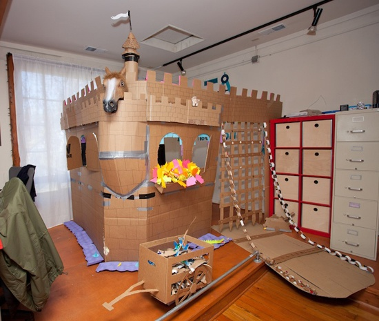 1000 ideas about cardboard castle on pinterest for Castle made out of cardboard boxes