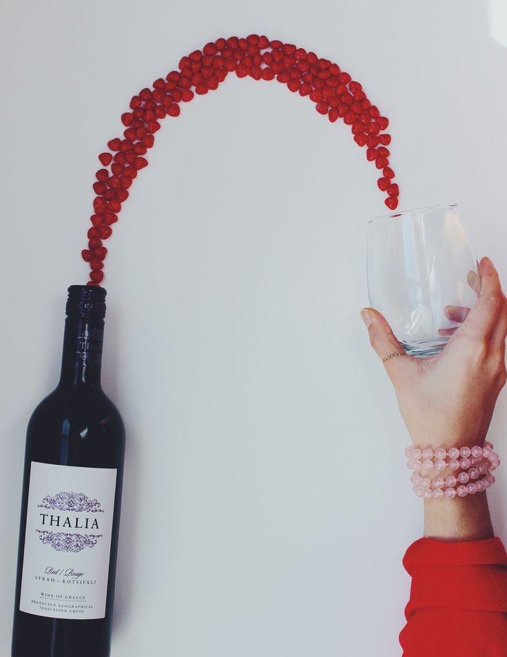 """""""O melhor vinho do mundo"""" #vinho #ceia #sanguedecristo Nas igrejas protestantes, cada membro (batizado) recebe suco de uva e um pedaço de pão. Na igreja católica, por sua vez, os comungantes..."""