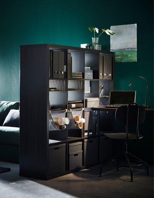 Ein Raumteiler Wie Z B Ikea Kallax Regal In Schwarzbraun Kann Durch Seine Konstruktion Auch Geräumigeres Ambiente Schaffen