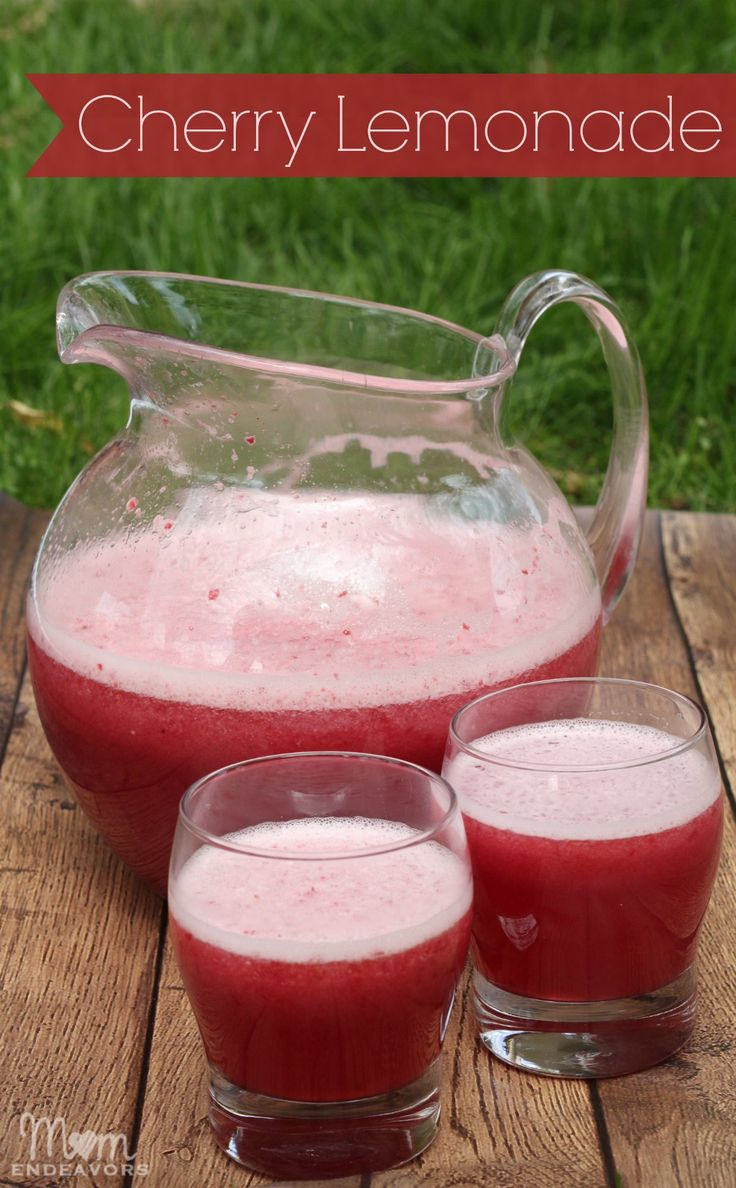 Delicious, fresh cherry lemonade via momendeavors.com. Perfect drink for Valentine's Day!