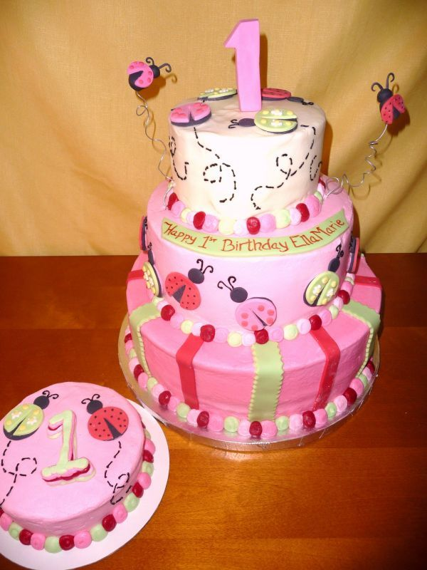 love this cake!  I'm thinking about a LadyBug theme for my daughter's first birthday.  Her nana calls her Lena LadyBug.  :-)
