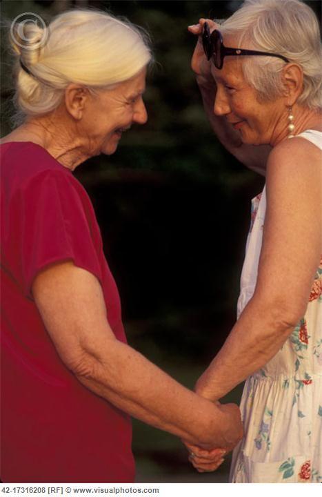 Two Senior Women Friends Holding Hands SE NOS FUE LA JUVENTUD , Y DUELE LA VEJEZ