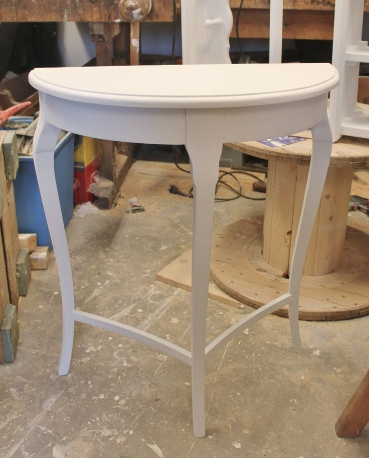 Frid & Fröjd Stockamöllan. Litet månbord som har renoverats med ny skiva. Såld innan det kom in i butiken!