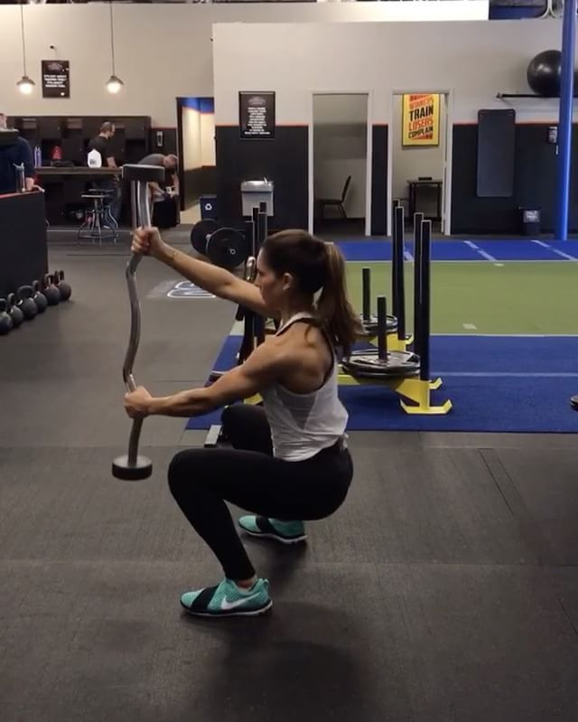 """9,219 Likes, 131 Comments - Alexia Clark (@alexia_clark) on Instagram: """"Weekend Workout  1. 10 each side (change your grip!) 2. 20 reps  3. 15 reps each side (change your…"""""""