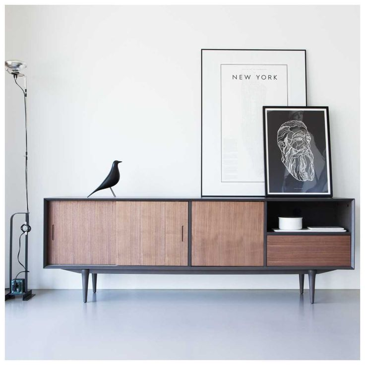 De #Retro collectie van het Nederlandse designlabel #Ruijch kenmerkt zich door een typische jaren 60 'retro' stijl; een herkenbare modellering met a-symmetrische indeling zoals typisch was in de 60's. De tijd van Woodstock, The Doors, Jefferson Airplane en The Stones. Verkrijgbaar bij #MisterDesign