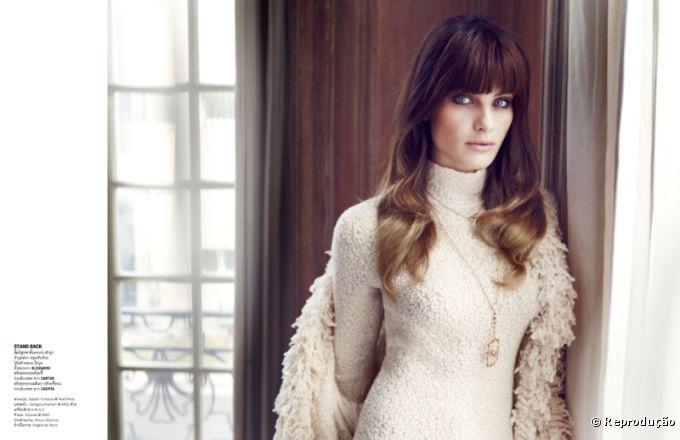 Com franja falsa e cabelos ondulados, Isabelli Fontana é a capa da Vogue Tailândia de dezembro