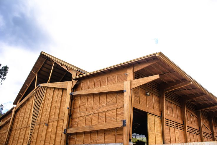 Fachada trasera Bodega producción Taller de Ensamble #woodarchitecture #wood #madera #casasenmadera #arquitecturaenmadera http://www.tallerdensamble.com