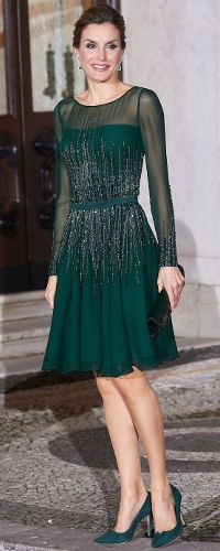 29 Nov 2016 - Queen Letizia attends official dinner with Prime Minister of Portugal in Lisbon. Click to read more