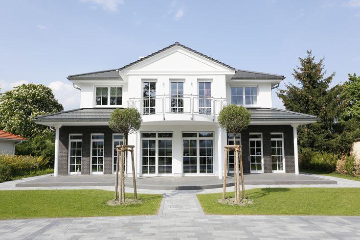 Die gelungene Fassadengestaltung - eine Kombination aus Putz- und Verblendmauerwerk - verleiht dem Haus seinen unverwechselbaren Charakter.
