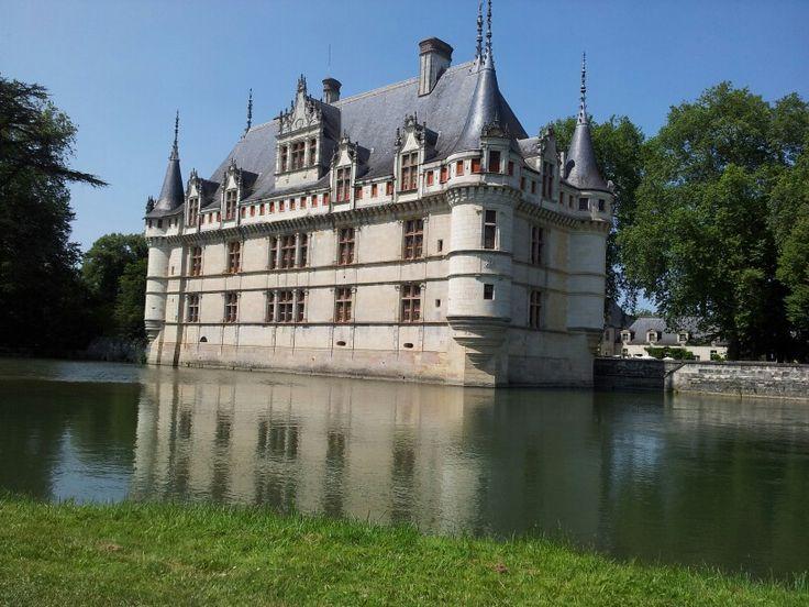 Izay le ridau castle