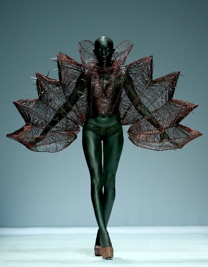 Hu Sheguang Haute Couture Collection show at China Fashion Week #Avant Garde