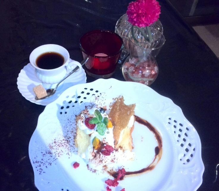 La Luna: シフォンケーキセット(コーヒー or 紅茶)