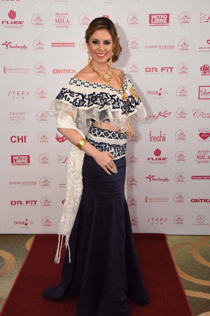 Luz Beatriz Spiegel Chiari de Calle Abajo 2017 en la  Apertura de la Gala Viva Panamá, Señorita Panamá, luciendo un #vestidoestilizado