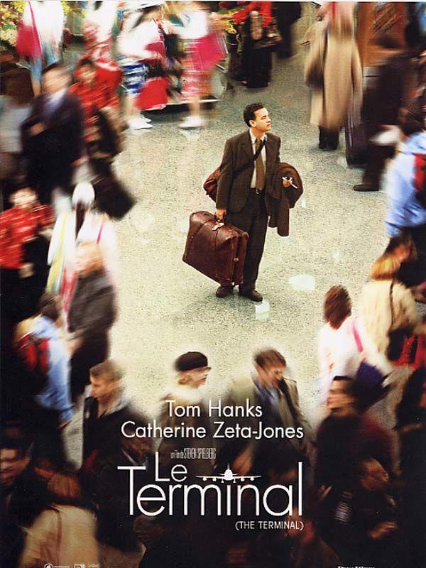 Viktor Navorski est l'un de ces milliers de touristes, venus des quatre coins du monde, qui débarquent chaque jour à l'Aéroport JFK de New York. Mais, à quelques heures de son arrivée, voilà qu'un coup d'État bouleverse sa petite république d'Europe...
