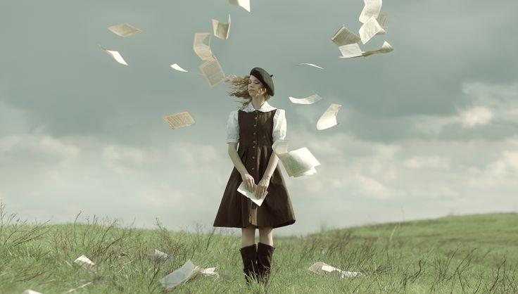 Ph|St  Yana Bobrykova Md Anna Tikhonova MUA Vera Rudova #retro #books #levitation  #Yana_Bobrykova  #fairytale #girl #levitation #magic #fantasy  #air #gentle #romantic  #photo #lady #books_thief