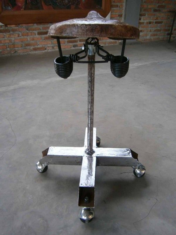 Saddle chair made ​​of old bicycle saddle which is not used, the stand is made of the remaining pieces of metal construction, foot with roller ball can be