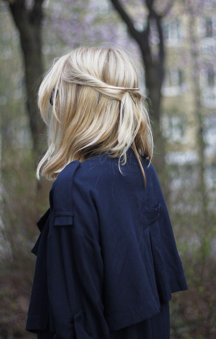half up hair w/bobby pins // simple hair idea
