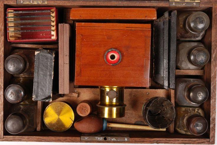 Le Photographe de poche Dubroni - Antiq Photo - Musée - [( 01. Appareils photo de collection|supprimer_numero)] - Achat, vente et estimation gratuite d'appareils photos anciens, de photographies de collection et de daguerréotypes.