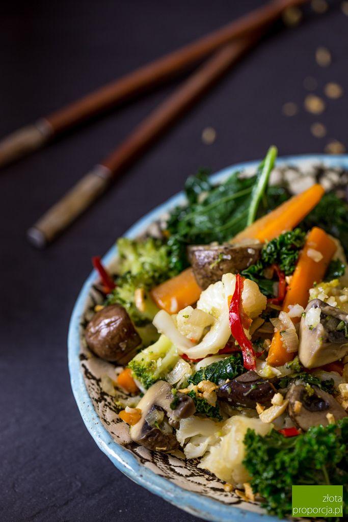 Phad phag ruam mit - warzywa smażone po tajsku.