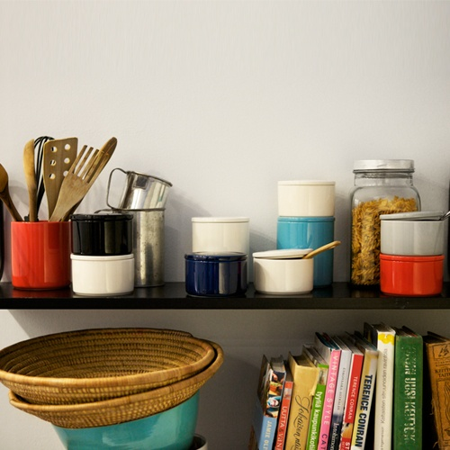 purnukka storage jar, by iittala. £19, or $45. sigh. http://buyapothecaryjars.com/iittala-jars/