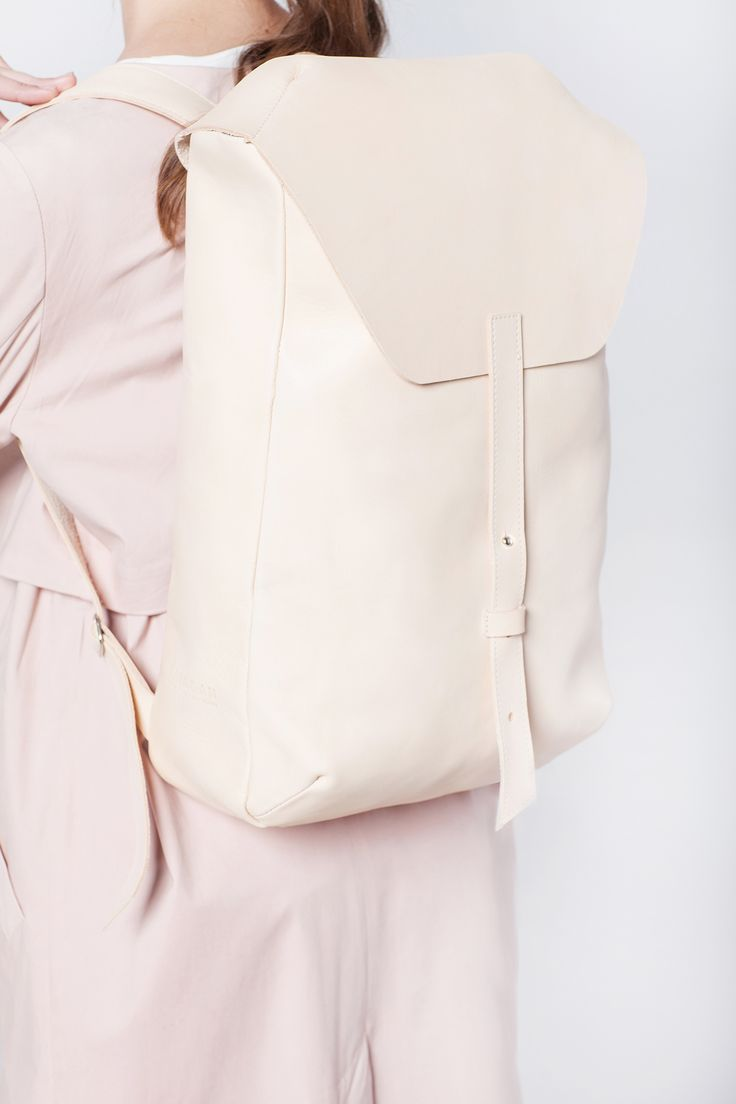 MASA backpack color: nude natural 100% natural vegetable tanned cow leather, cotton canvas lining, steel hardware  Soon available  on our online store: transparentshopping.com