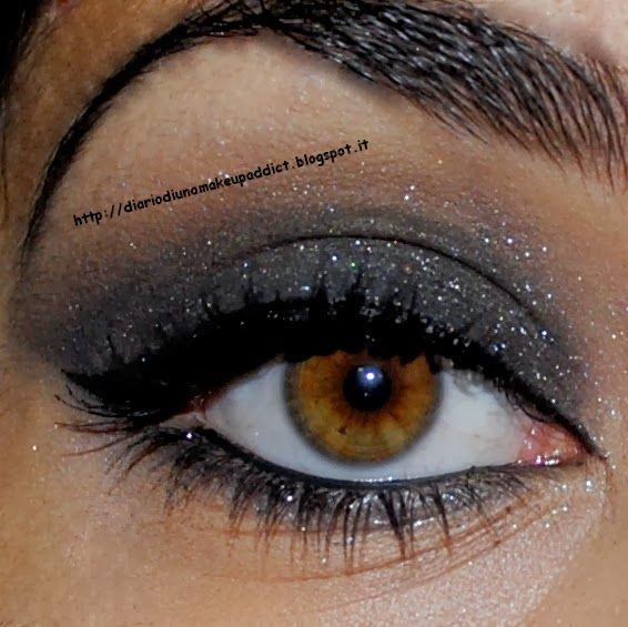 Diario di una make up addict #7daysmakeupnails #christmasmakeup  http://diariodiunamakeupaddict.blogspot.it/2013/12/7daysmakeupnails-smokey-eyes-natalizio.html