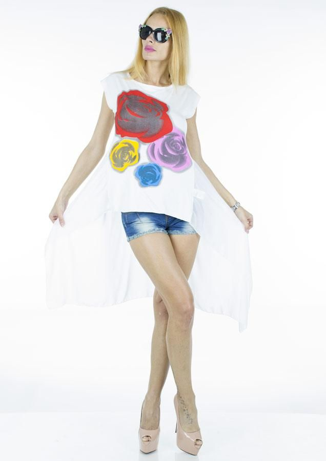 Bluza Dama Colorful Roses  -Bluza dama cu croiala inspirata, ce poate fi purtata de mai multe tipuri de silueta  -Design interesant, imprimeu cool  -Detaliu - taietura asimetrica, jumatatea din partea de jos a spatelui semitransparenta     Latime talie: 38cm  Lungime fata: 53cm  Lungime spate: 90cm  Lungime colt: 115cm  Compozitie: 95%Vascoza, 5%Elasten