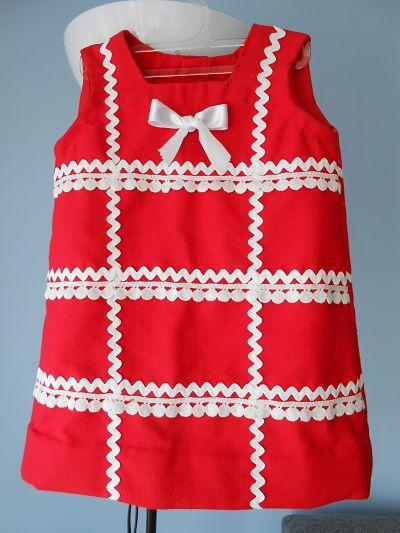 Vestido de piqué rojo, con detalles en blanco. Talla 4 años.  Pregúntanos