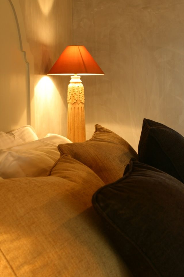 6 rooms of hospitality, a restaurant of resourceful cooking, a sandy beach, the Aegean sea and innumerable stars...