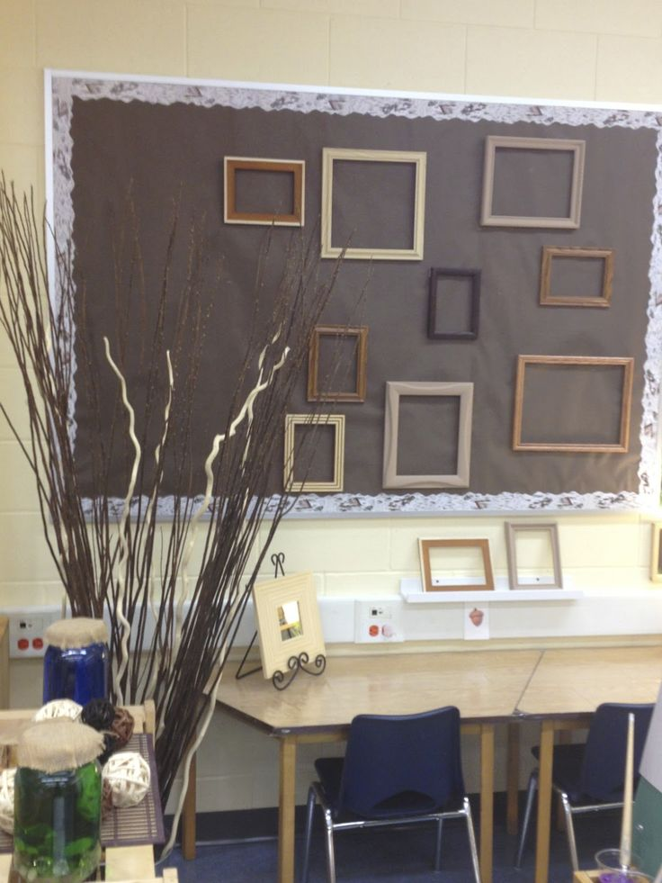 Art studio display space - Inquiring Minds...The Kindergarten Edition ≈≈ http://www.pinterest.com/kinderooacademy/provocations-inspiring-classrooms/
