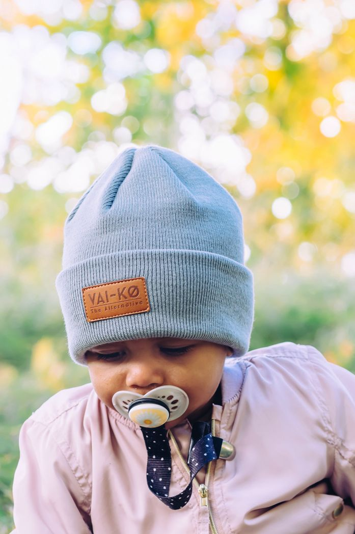 Blush and grey Fall look for Kids. Wool beanie for girls.