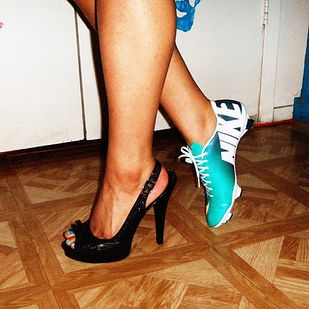 Youre wayyy more comfortable in cleats than in heels. | 23 Struggles Every Soccer Girl Understands