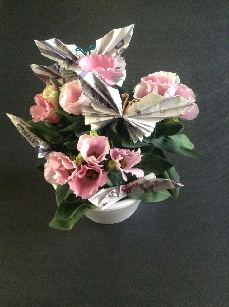 Money on a flower gift. DIY