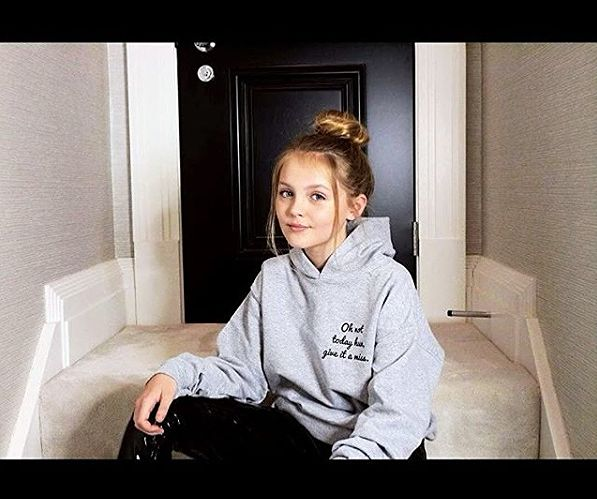ALEX G - 11 YR OLD LEXIE MODELING FOR SNATCHED CLOTHING UK