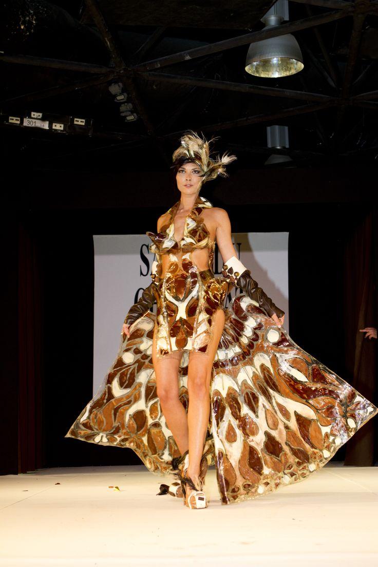 Défilé de robes en chocolat sur le Salon du Chocolat de Cannes 2012. Une création de la Chocolaterie Puyricard