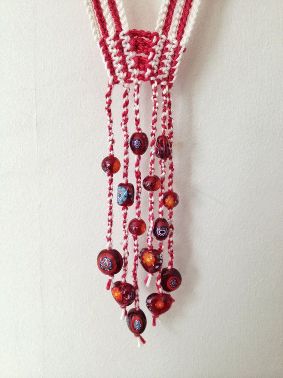 Plum and cream beaded crochet necklace por GabyCrochetCrafts