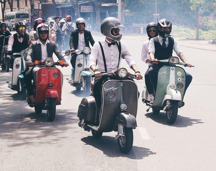"""Este domingo 24 de septiembre, The Distinguished Gentleman's Ride se realizará en Santiago de Chile y en 600 ciudades del mundo simultáneamente. La caravana solidaria inspirada en Don Draper de Mad Men espera la llegada de cientos de riders vestidos elegantes y motocicletas clásicas. """"Uno de cada 7 hombres desarrollará un cáncer de próstata a …"""