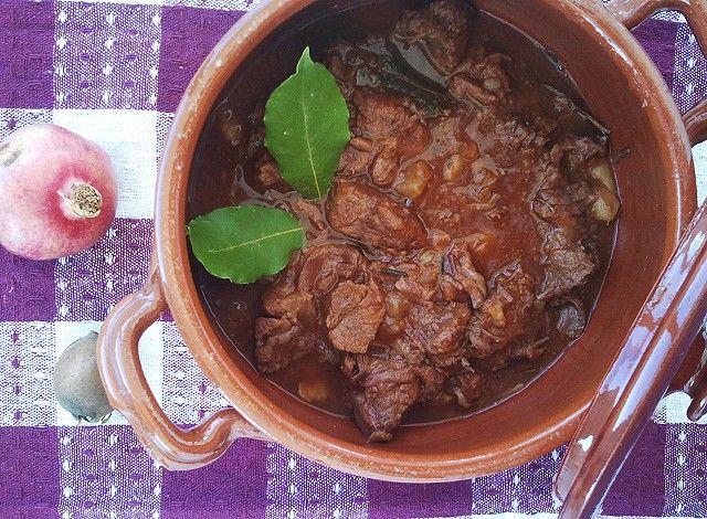 I pezzetti di cavallo fanno parte della tradizione gastronomica salentina. Ogni paese della provincia di Lecce, però, ha la sua piccola variante della ricetta.