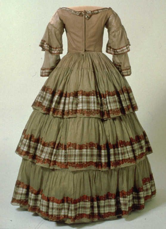 Puku; krinoliinipuku; naisen, 1850-luku | Helsingin kaupunginmuseo | Museo Finna