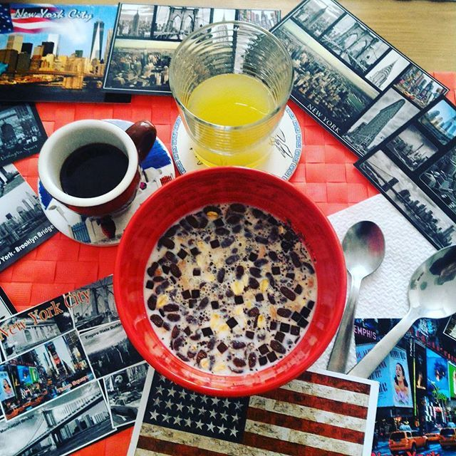 Buongiorno.... Sarà la stanchezza e la confusione di questi giorni.... Ma stanotte ho sognato di andare a vivere a New York....✈#ilsognocontinua #chiacchiereacolazione #ilovebreakfast #infinity_coffeebreak #coffebreak #instabreakfast #usa #newyorkcity #newlife #newyork #timesquare #statueofliberty #empirestatebuilding #flatironbuilding #chryslerbuilding #brooklyn #manhattan #manhattanbridge #gusciduovo #gusciduovointrasferta #goodmorning #rdd_food #rdd_travel