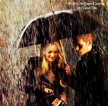 Klaroline in the rain