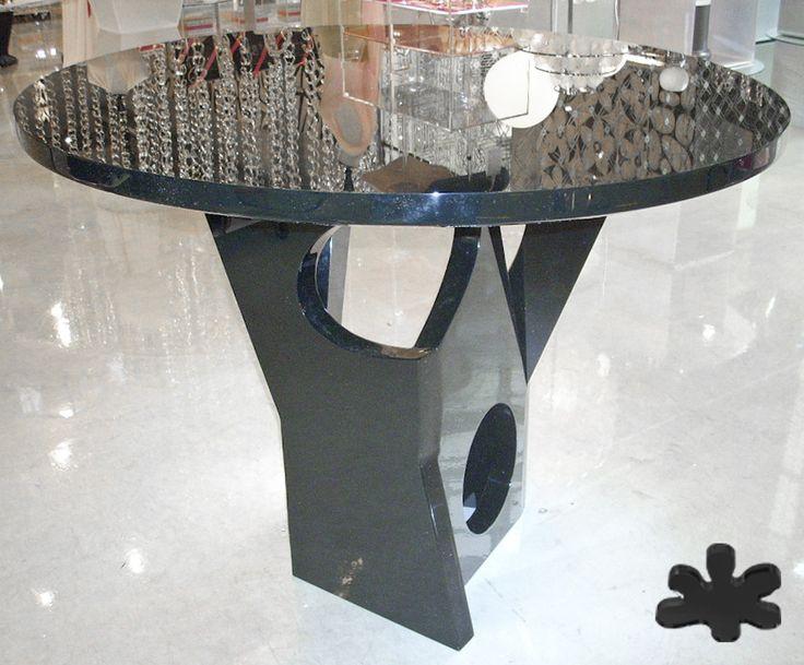 Acrylic interiors - Acrylic table 'KR7' -  design Kris Ruhs - for Carla Sozzani 10 Corso Como Milan. #modern #minimal #living #acrylic #plexiglass #design  #store #decor #interior http://www.eldoradosas.it/progetti-plexiglass-su-misura-large/corso-como-10.html