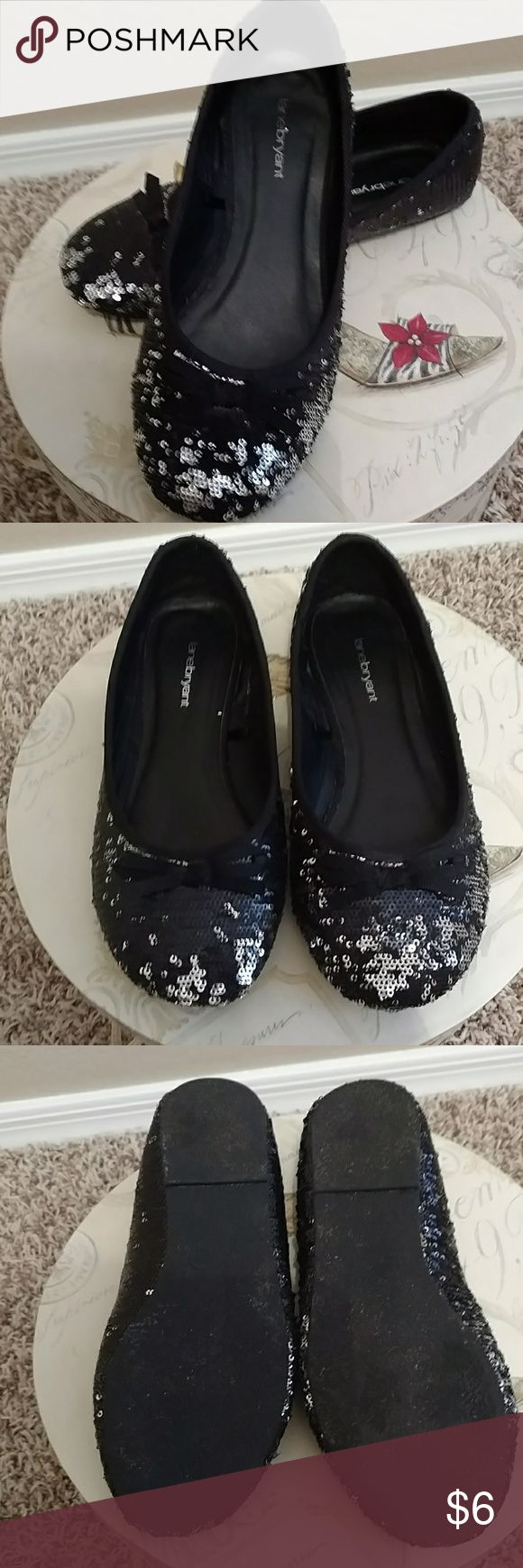 Lane Bryant 8W black/silver sequin flats Black and silver sequin ballet flats. One direction is the black and you move the other direction silver. 8W, only worn a few times, not quite the right fit for me. Lane Bryant Shoes Flats & Loafers