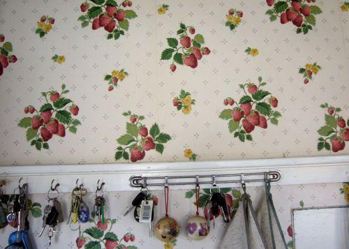 2-5-Rolls-Vintage-Laura-Ashley-Strawberry-Vinyl-Wallpaper-Matt-Kitchen-1-Red