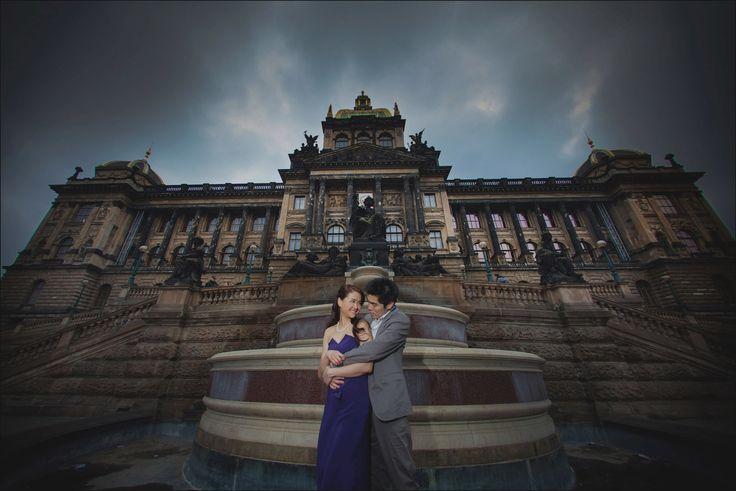 Prague pre weddings / W&E romantic session at Muzeum atop Wenceslas Square