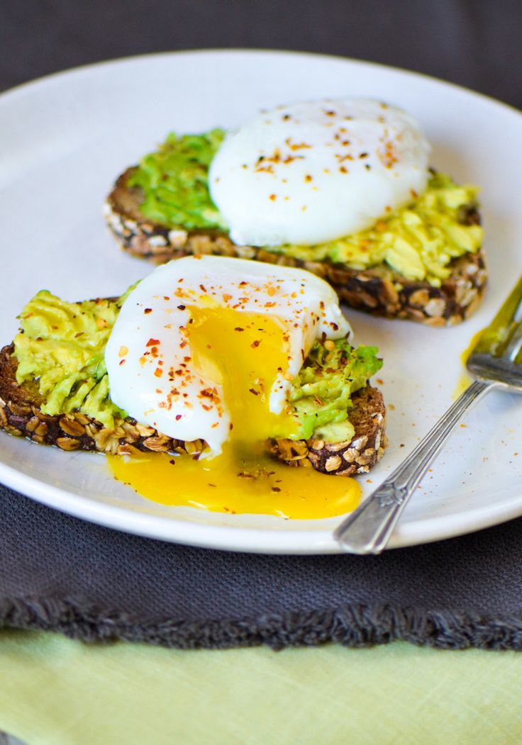 Topping creamy, crunchy avocado toast with a poached egg not only adds protein, but also rich flavor. The protein (and the feeling that you've eaten something decadent) helps you stay full longer than you would if you'd just had avocado and toast.
