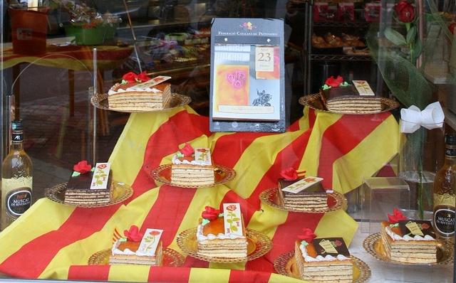 #Sant Jordi Cakes in #Barcelona  www.bcninternet.com