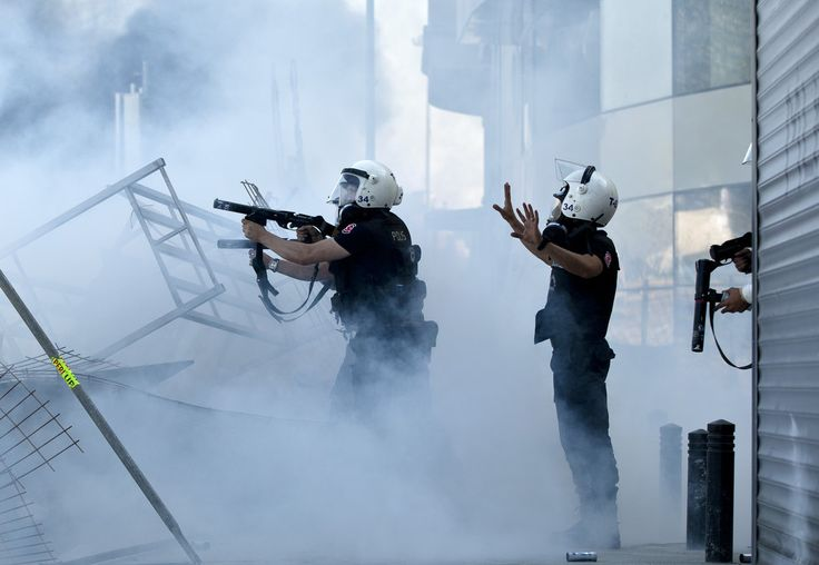 Clashes in Istanbul extend into night in Taksim